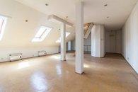 Obývací pokoj - pohled ke vstupu 2