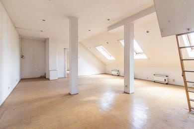 Obývací pokoj - pohled od vstupu