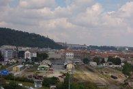výhled na Hradčany za budoucím Smíchov City