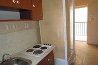 kuchyň - pohled ke vstupu do bytu