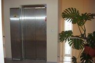 společná chodba, výtah