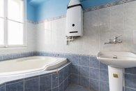 Koupelna s rohovou vanou