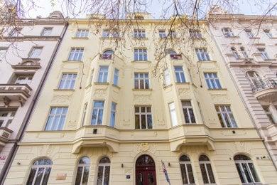 Mezonetový byt 5+kk (208 m2) s velkou terasou (42 m2) a nádherným výhledem na Vltavu, Ev.č.: P202212G