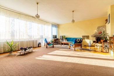 1. Obývací pokoj s krbem