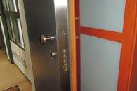 vstupní bezpečnostní dveře