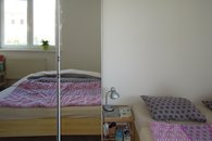 ložnice s šatní skříní