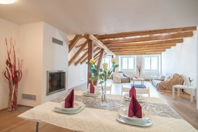 Atypický byt s terasou a romantickým výhledem na Staroměstskou radnici, Ev.č.: 202218-5