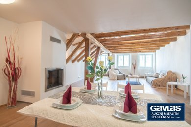 1. Obývací pokoj s jídelním koutem