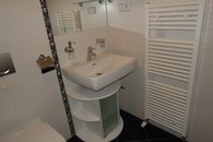 koupelna - umyvadlo s topným žebříkem