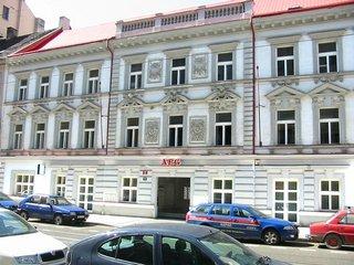 Kancelářská budova s obchody, Praha 8 Karlín