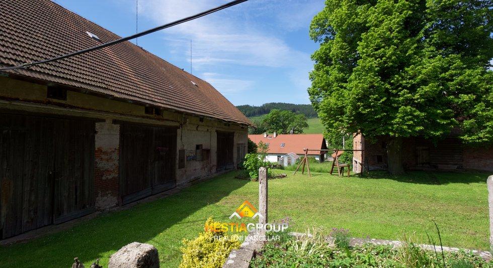 Rodinný dům se stodolou