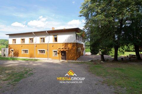 Rodinné domy, 580m², Přívrat