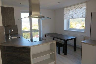 REZERVACE Atypický mezonetový  byt 103 m2 s galerií  a s krásným výhledem a vl.zahradou k bytu, Ev.č.: 00401