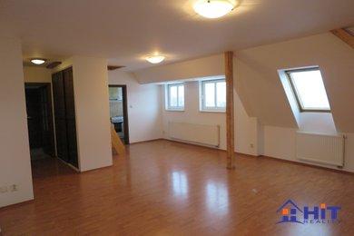 Velmi pěkný mezonetový byt 2+1 - 80 m2  ve vilovém domě, Ev.č.: 00504