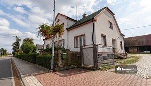 Prodej dvou rodinných domů s pozemky o celkové výměře 5 964 m² - Horní Ředice