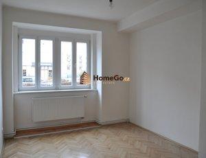 Dlouhodobý pronájem bytu 2+1, pro 2 spolubydlící,  od 1. září, metro Vyšehrad, ul. U gymnázia
