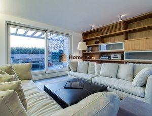 Dlouhodobý pronájem podkrovního bytu v novostavbě 4+kk, terasa, výhled, garáž, areál Rubeška
