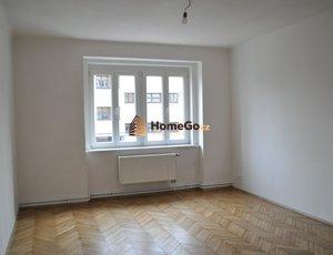 Dlouhodobý pronájem bytu 2+1, pro 2 spolubydlící, od 1. května, metro Vyšehrad, ul. U gymnázia
