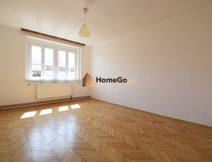 Dlouhodobý pronájem bytu 2+1, metro Vyšehrad, 2 neprůchozí pokoje a tedy pro 2 spolubydlící nebo pár, nástup ihned, min. na rok
