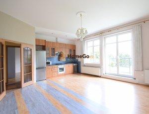 Dlouhodobý pronájem bytu 3+kk se dvěma balkony a garáží, vilová čtvrť, Nusle, ul. NAD NUSLEMI
