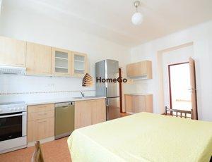 Dlouhodobý pronájem bytu 3+kk, obývací pokoj s kuchyní a dva neprůchozí pokoje, Letná