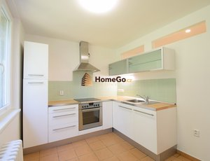 Dlouhodobý pronájem bytu 3+1, velký balkon s otevřeným výhledem, okna do zeleně, 3 neprůchozí pokoje, Nad Šálkovnou