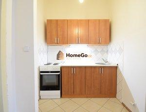 Dlouhodobý pronájem velkého bytu 4+kk, obývací pokoj v hale a tři neprůchozí pokoje, metro Vyšehrad