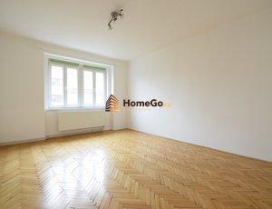 Dlouhodobý pronájem bytu 2+1, dva neprůchozí pokoje, metro Vyšehrad