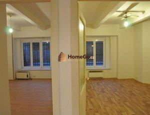 Dlouhodobý pronájem prostorného suterénního bytu 2+1, dva neprůchozí pokoje, metro Vyšehrad, ul. U gymnázia