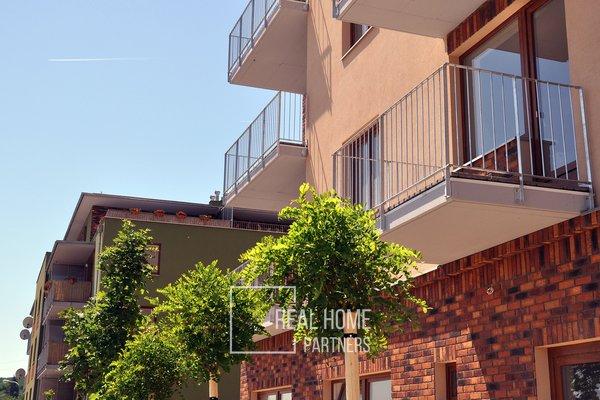 Prodej pěkného prostorného bytu 3+kk s terasou, šatnou, garáž. stáním, Brno-Starý Lískovec, U Leskavy