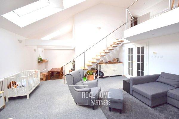 Pronájem cihlový mezonetový byt 3+kk, 143 m² se střešní terasou 28 m2, garáž,. stáním, Bartošova, Brno - Černá Pole
