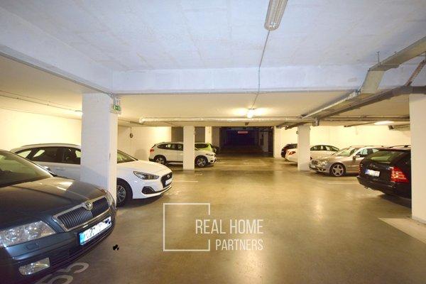 Pronájem, garážové stání, Brno- Královo Pole, ul. Božetěchová