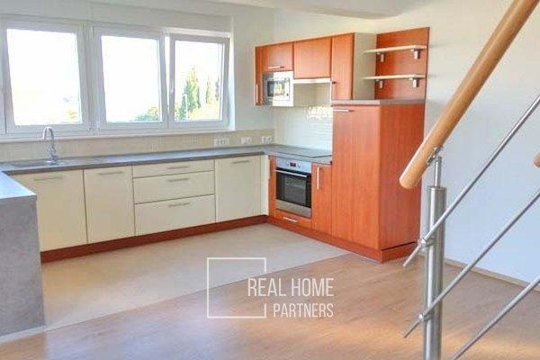 Prodej cihlový byt - apartmán 4+kk, 105m², s terasou a parkovacím stáním, Sukošan, okr. Zadar, Chorvatsko