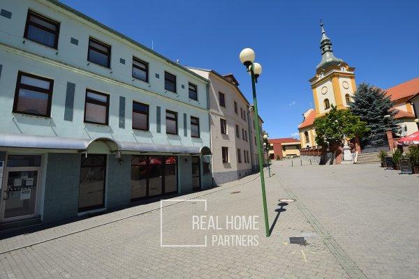 Pronájem zavedené restaurace CP 182 m2, Šlapanice, Brno-venkov