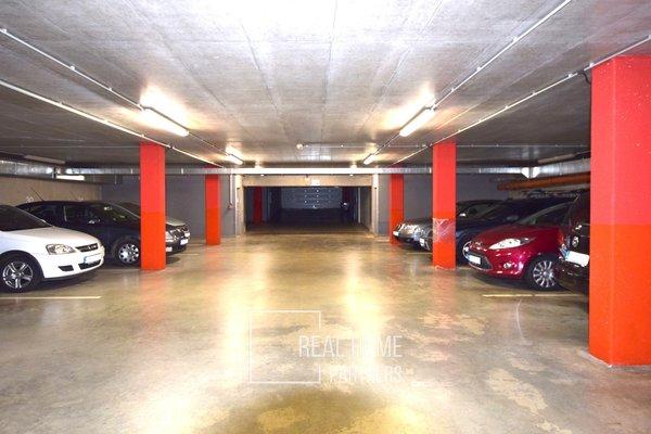 Prodej, garážové stání, 2,5m x 5m, ulice Jaroslava Foglara, (vjezd z ulice Vinohrady), Brno - Štýřice