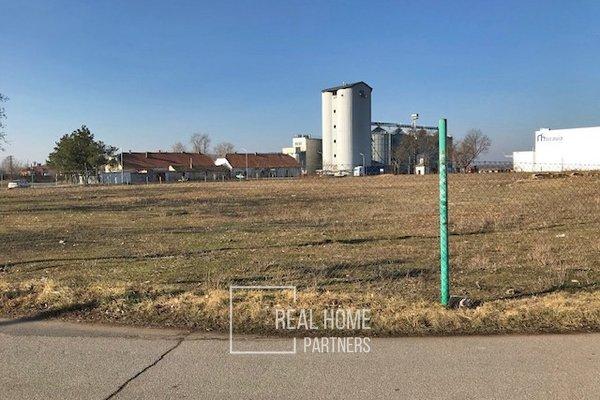 Prodej komerčního pozemku v obci Měnín - Jalovisko