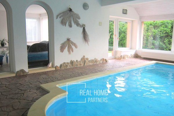 Pronájem byt po rekonstrukci 4+kk, bazén, 2 x koupelna, 2 x balkon, terasa,  parkovací stání, Brno-Slatina