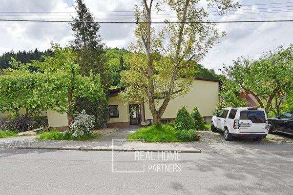 Prodej dvougeneračního rodinného domu 320 m² s garáží, pozemek 743 m², Sloup, okres Blansko