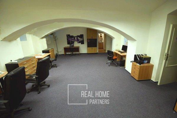 Pronájem skladového prostoru s kanceláří, CP 300 m2, Brno - Černá Pole, ul. Vrchlického sad