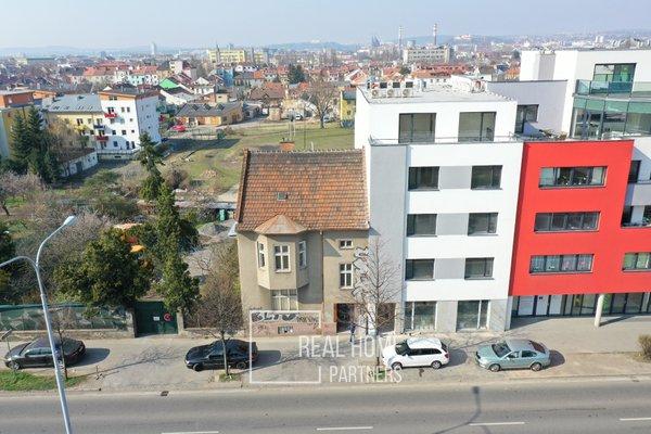 Prodej novostavby 1+kk s terasou, šatnou a sklepem v novém projektu o výměře 51,3 m2