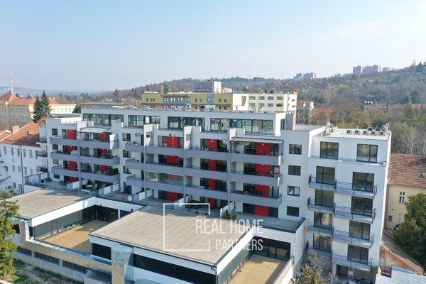 Prodej novostavby 1+kk s terasou, sklepem v novém projektu o výměře 57,1 m2