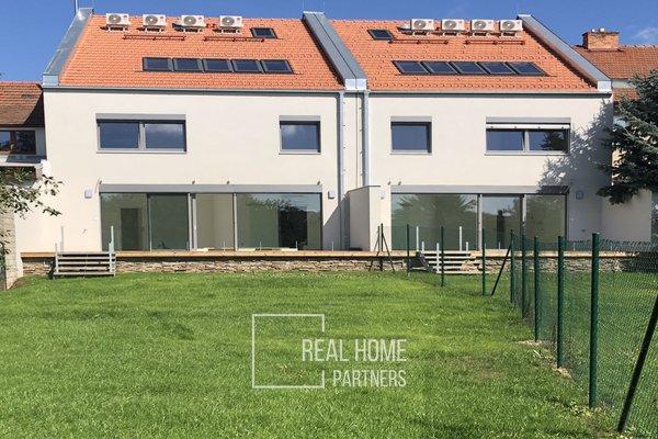 Prodej novostavby nízkoenergetického RD 6+kk s dvojgaráží a terasou, CP 448 m², Šlapanice, Brno – venkov
