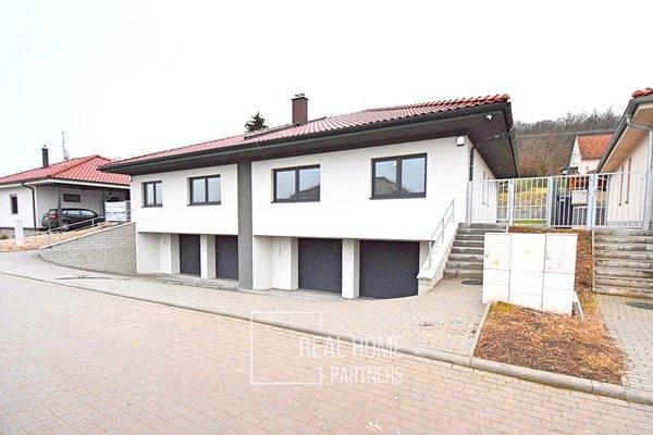 Prodej rodinného domu 155 m², pozemek 440 m² - Milovice