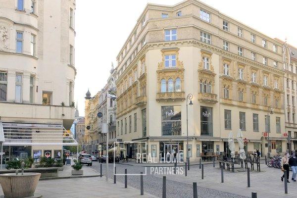 Pronájem, byt po rekonstrukci 1+kk, klimatizace, CP 33 m² , Brno - střed, Jakubské náměstí