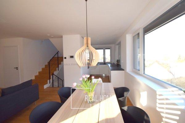 Prodej vila 6+kk 187 m2, 321 m2 zahrada, dvojgaráž, Rosice u Brna, Brno - venkov