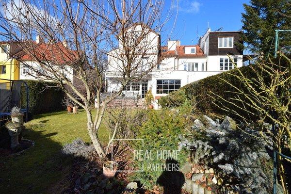 Prodej rodinný dům 5+kk s garáží 2 auta, terasa, zahrada, krytý bazén, Brno - Lesná