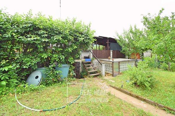 Prodej chaty 8 m² s verandou, zahrada 321 m² - Hrušovany u Brna