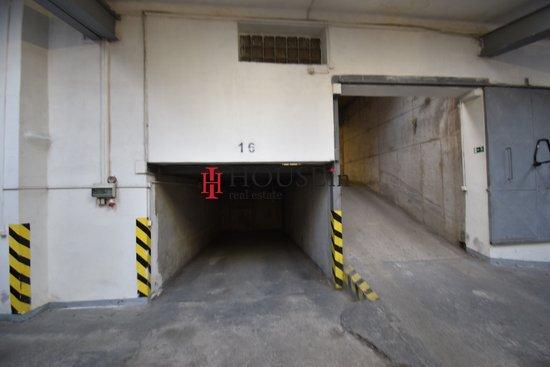 Pronájem, Garážové stání, 15m² - Praha - Vršovice