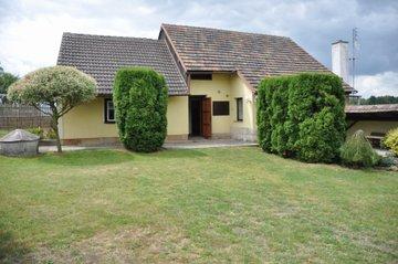 Prodej nemovitosti v Úvalech a chalupy v Ostrově u Hořic