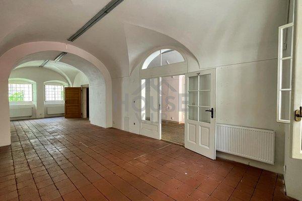 Nabízíme k pronájmu obchodní prostory 111 m2, Praha 1 - Malá strana